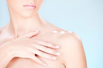Hogyan lehet megkülönböztetni a dehidratált és a száraz bőrt?