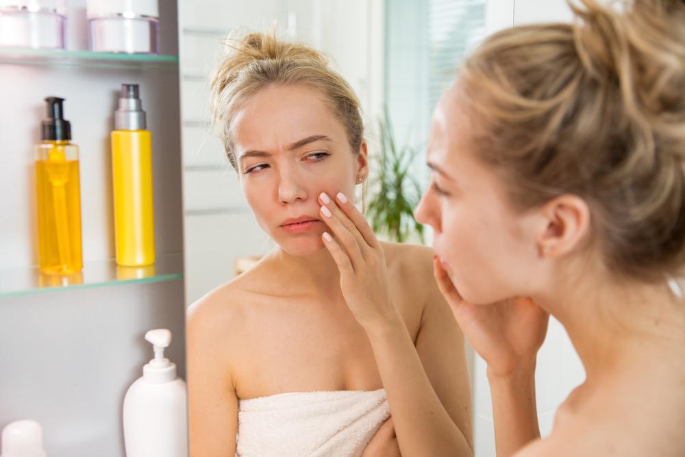 frakció a pikkelysömör kezeléséből a menstruáció előtt vörös foltok jelennek meg az arcon