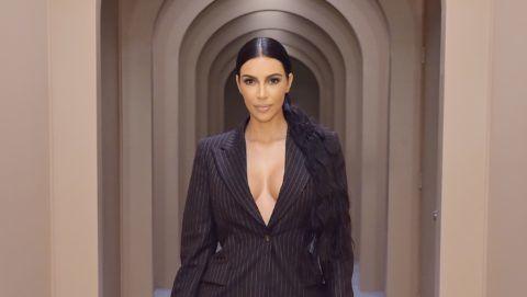 kim kardashian pikkelysömörben szenved fotó